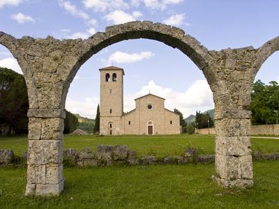 Molise Abbazia di Castel San Voncenzo